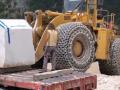 装载机的轮胎上裹上铁链是为了防滑防爆? (306播放)