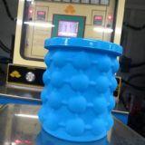 工厂定制 Saving Ice Cube Maker蓝色制冰器 大号新款硅胶冰桶